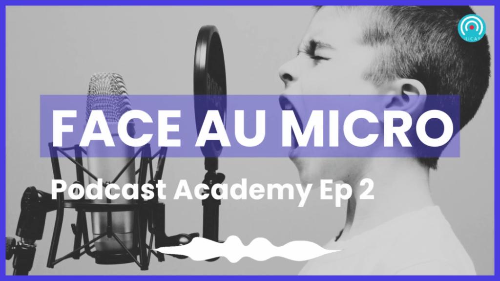 Podcast academy face au micro